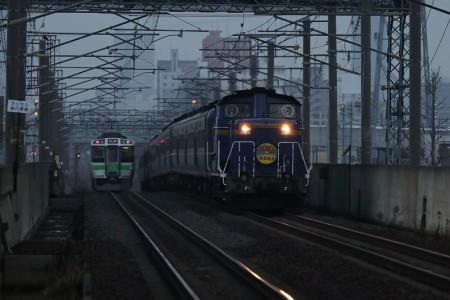 稲積公園駅-急行はまなす12両編成