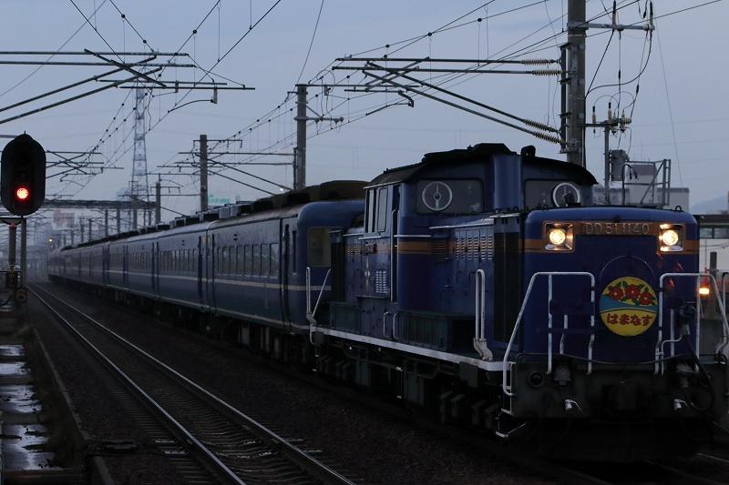 札幌運転所へ向かう12両編成の急行はまなす-朝の札幌駅を撮り始めた日