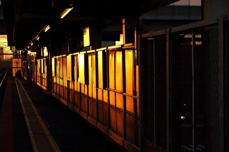 稲積公園駅-朝日のホーム