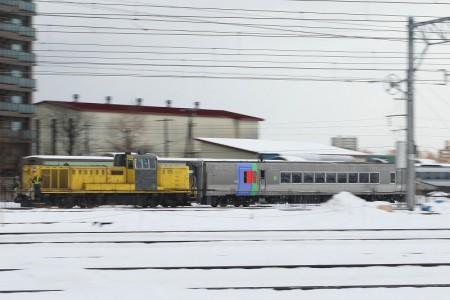 DE15-キハ283客車牽引