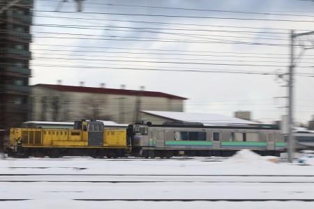 DE15-キハ201牽引