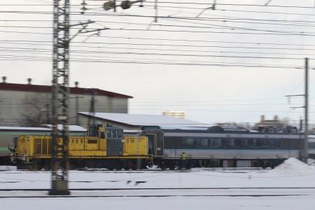 DE15-785系客車牽引