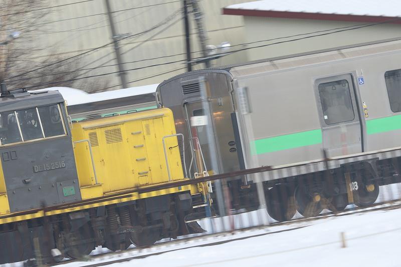 ED79が解体途中の苗穂工場-黄色のDE15の車両入れ替えを