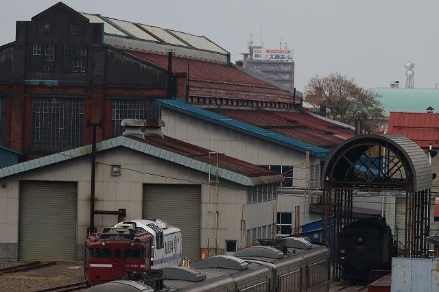 苗穂駅から苗穂工場へ-遠くに見えたSL-C62形3号機