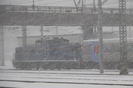 DD51 1143と283系客車