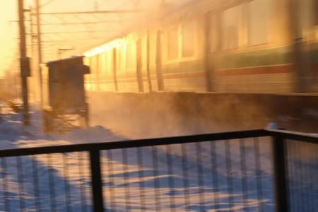 普通列車-雪の巻き上げ