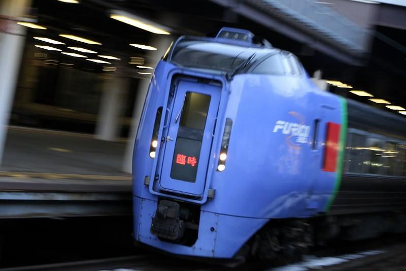 初めの札幌駅はいつもと変わらず−どっちが正解?臨時幕の北斗84号