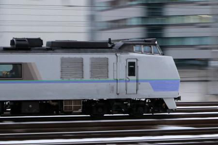 流し撮り-特急オホーツク 札幌駅