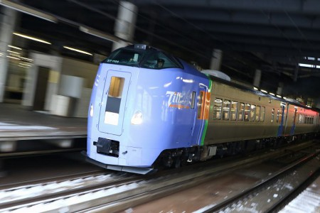 ズーム流し-スーパーとかち1号札幌駅