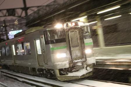 ズーム流し-札幌駅夜