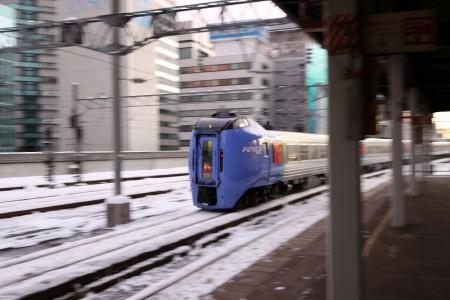 流し撮り-札幌駅 スーパーおおぞら1号