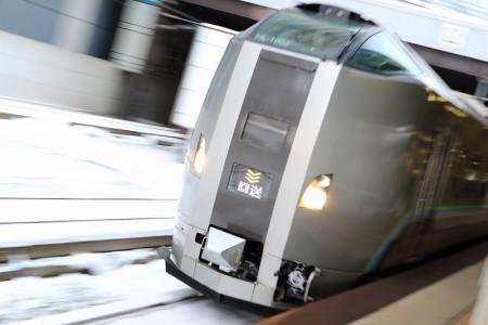 ズーム流し-札幌駅 スーパーカムイ2号