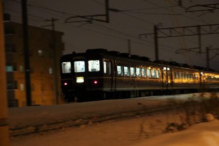 流し撮り-急行はまなす 客車 夜間