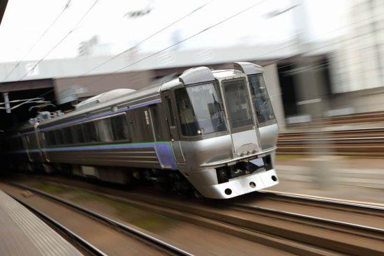ズーム流し 流し撮り 鉄道 列車 スーパーカムイ 785系 NE-501