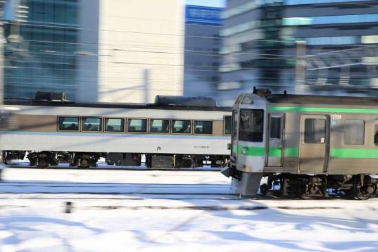 流し撮り 並走-札幌駅 オホーツク エアポート