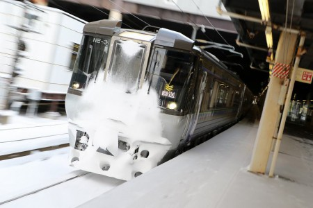 ズーム流し-札幌駅 785系 NE3