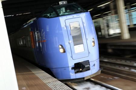 流し撮り-札幌駅 スーパーとかち キロ261 1105
