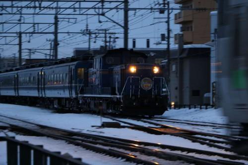 手稲駅付近-急行はまなす 2月 流し撮り