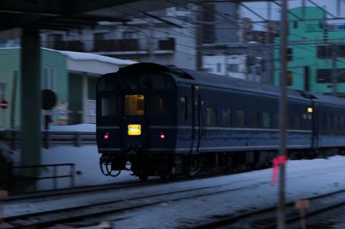 手稲駅付近-2月 急行はまなす