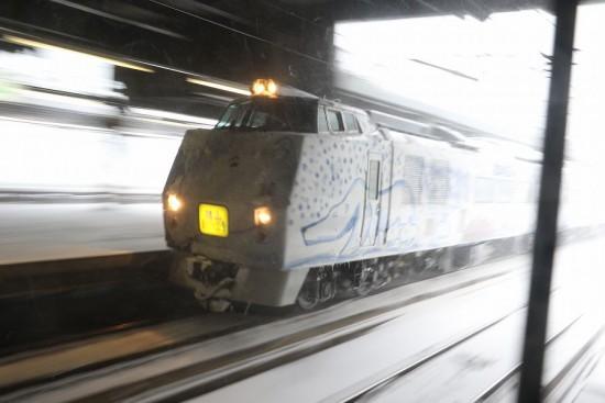 旭山動物園号 流し撮り-冬の臨時列車