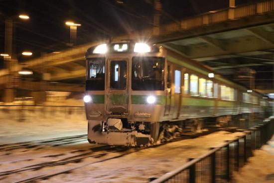 ズーム流し-札幌行き 1番列車 手稲駅付近