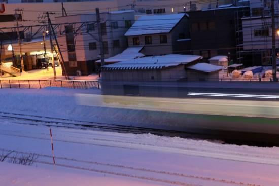 スローシャッター 1.6秒-列車 光線