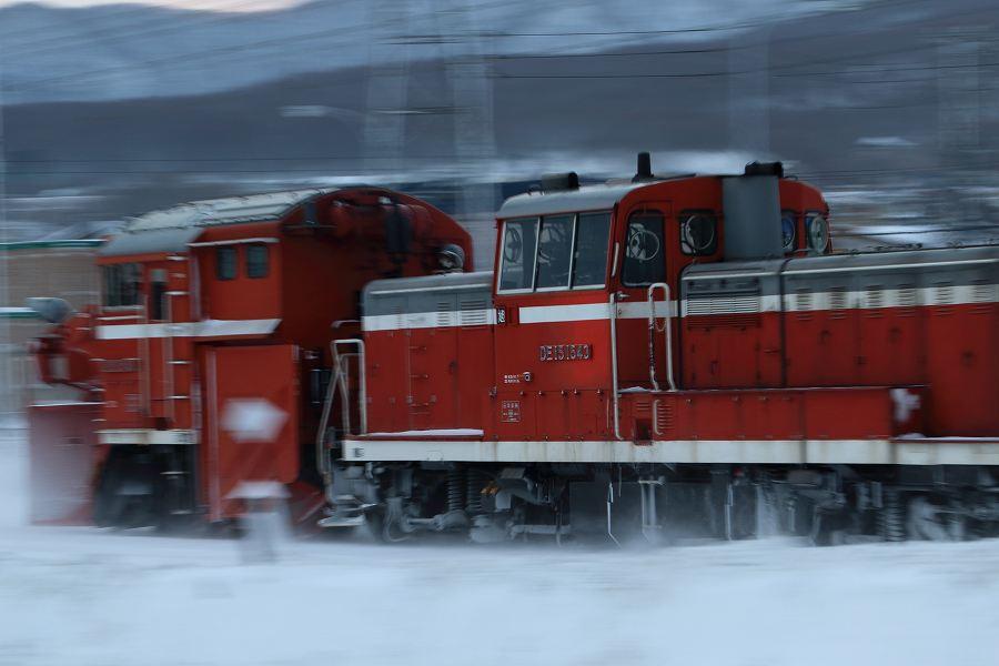 小樽方面⇔札幌方面の回送ラッセル車-DE15 1546号機とDE15 1543号機