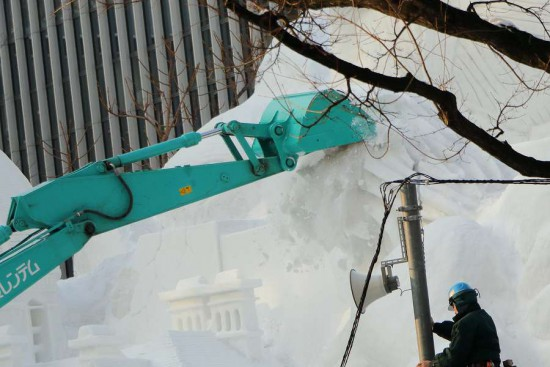 雪まつり 雪像解体-西4丁目会場