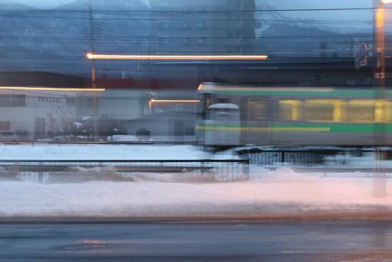 露光間流し撮り-スローシャッター 列車1.3秒