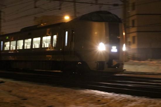 回送スーパーカムイ44号-札幌運転所へ 手稲駅付近 通過
