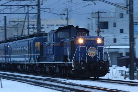 急行はまなす-手稲駅付近 DD511148