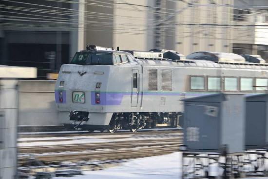 流し撮り スローシャッター-札幌駅 11D