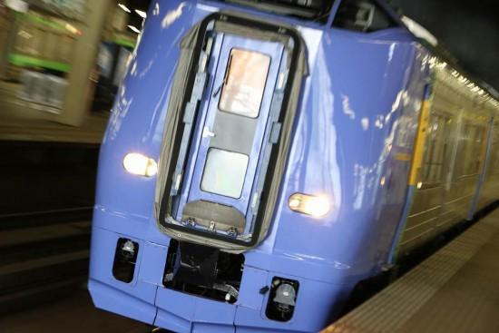 ズーム流し 流し撮り-スローシャッター 列車 51D 札幌駅
