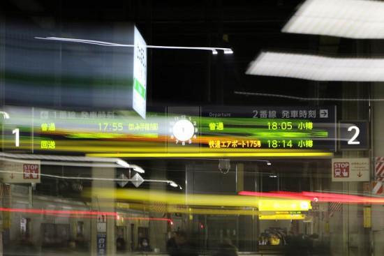 露光間流し-スローシャッター 駅構内