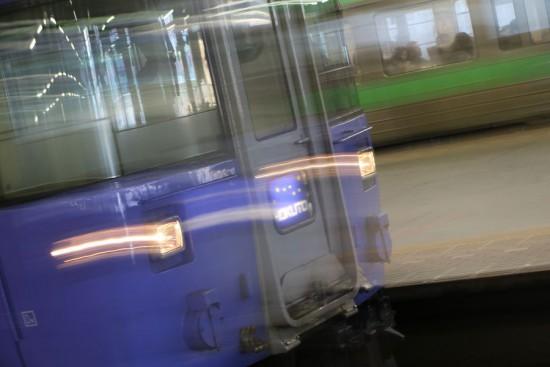 露光間流し-列車 スローシャッター 北斗 札幌駅