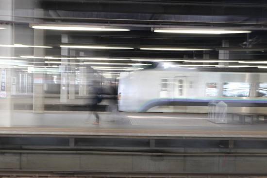 露光間流し スローシャッター 1.3秒-長時間シャッター 列車