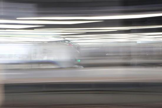 スローシャッター 露光間流し-流し撮り 列車 札幌駅