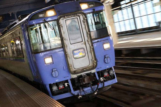 ズーム流し 札幌駅-列車 サロベツ キハ183 1502