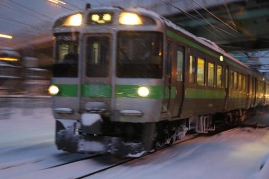 流し撮り 早朝 スリーシャッター-列車 721系