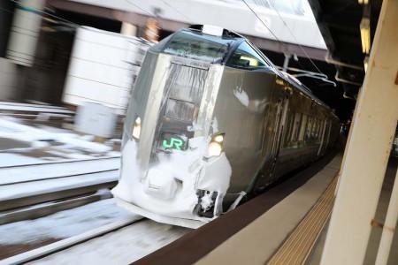ズーム流し-札幌駅 スーパーカムイ789系