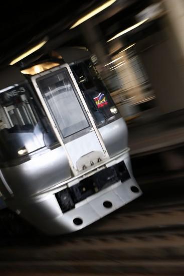 ズーム流し 流し撮り 縦撮り-785系 札幌駅