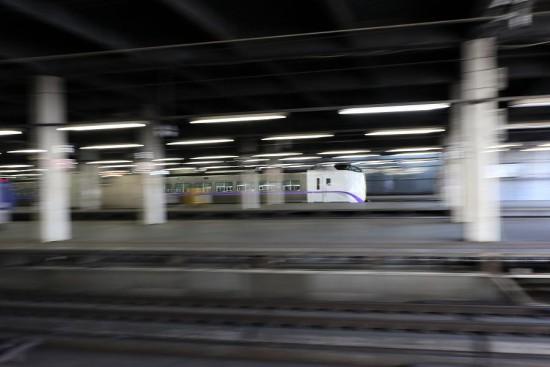 広角 流し撮り スローシャッター-札幌駅 スーパーとかち