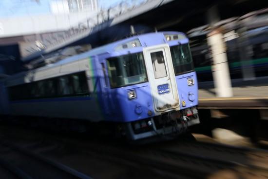 ズーム流し 流し撮り-北斗 札幌駅