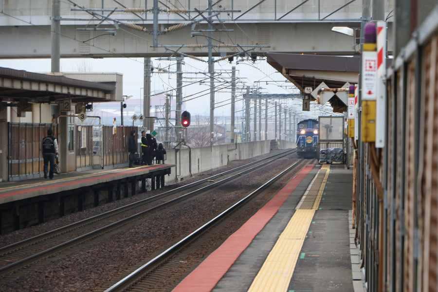 稲積公園駅1番線からの急行はまなす-2016年3月18日