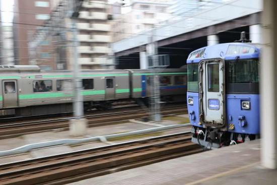 流し撮り 札幌駅 北斗6号-ホームライナー
