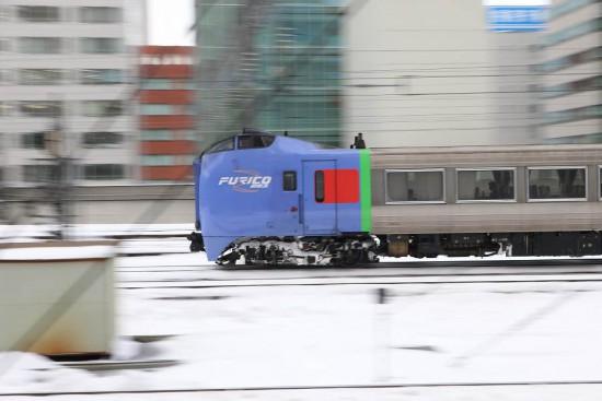 流し撮り 雪 札幌駅-スーパーおおぞら