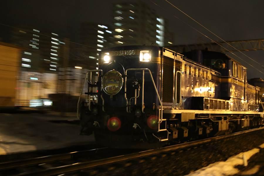 手稲駅付近からの夜の急行はまなす-2016年3月19日
