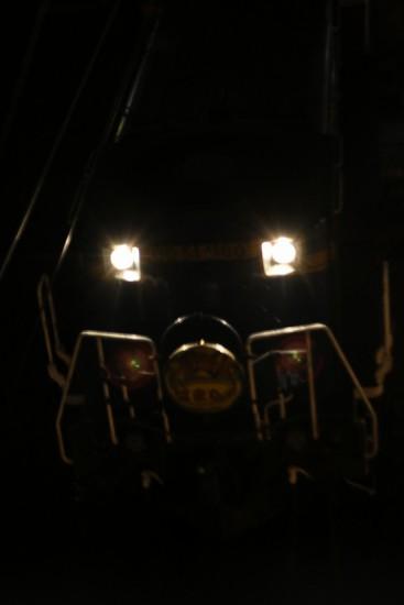 夜間撮影 流し撮り ズーム流し-手稲駅 はまなす 回送