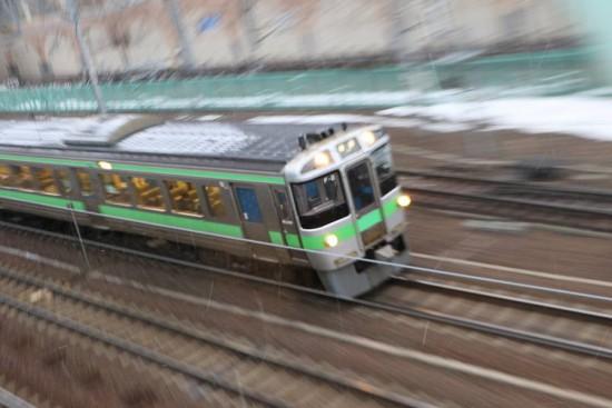 流し撮り ズーム流し-手稲駅 普通列車