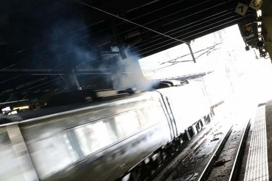流し撮り 特急 北斗-札幌駅 逆光